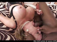 Busty MILF trovato su Milf sexdating Netto scopata in maschera bbc